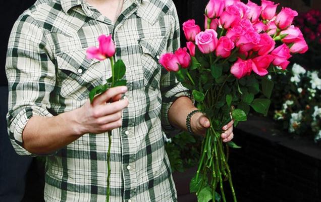 Муж дарил цветы